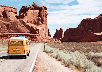 Auto in der Wüste-min